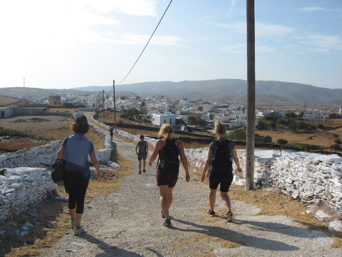 Hikers finish their day, heading towards Hora